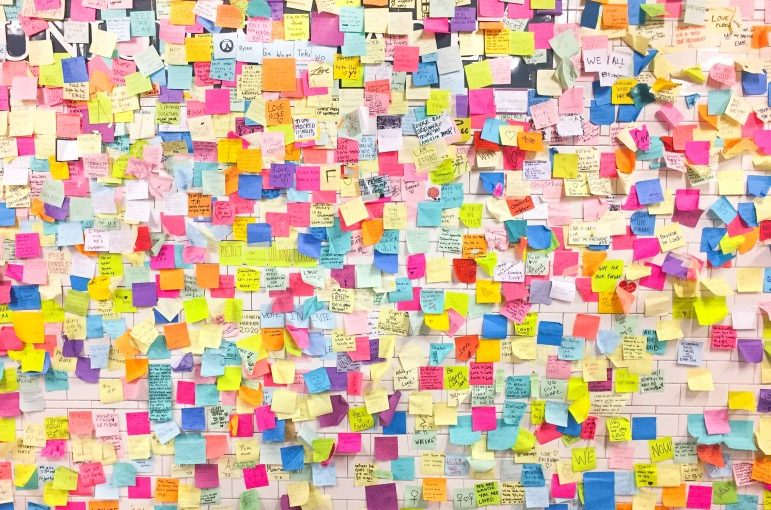 hundreds-of-sticky-note-messages-covering-the-wall-art-installation-in-nyc-after-2016-election_t20_ZVlOlg