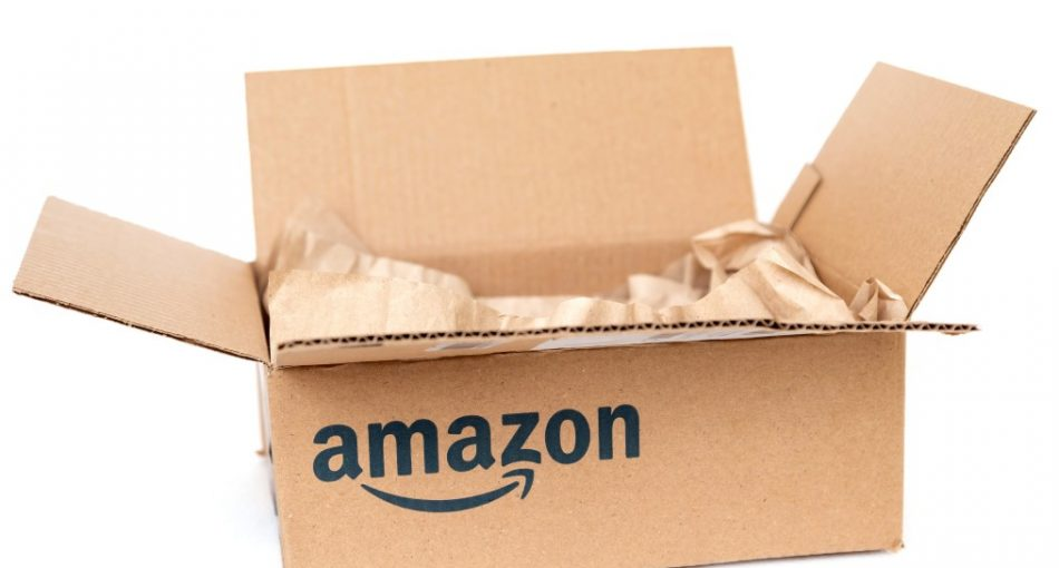 amazon-cardboard-box-with-paper-inside-isolated-on-white-background-recycling-concept-white-gift-open_t20_wlXvNe